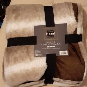 Signature Hotel Collection Throw Blanket